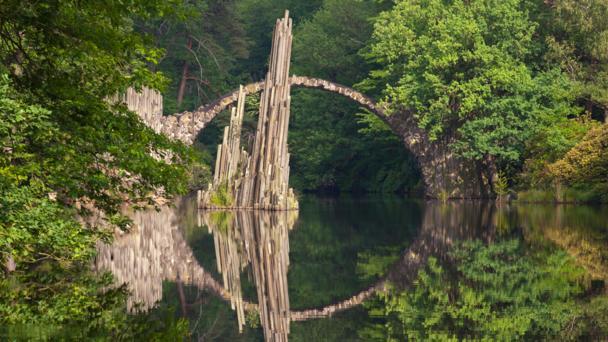 Six beautiful and bizarre bridges