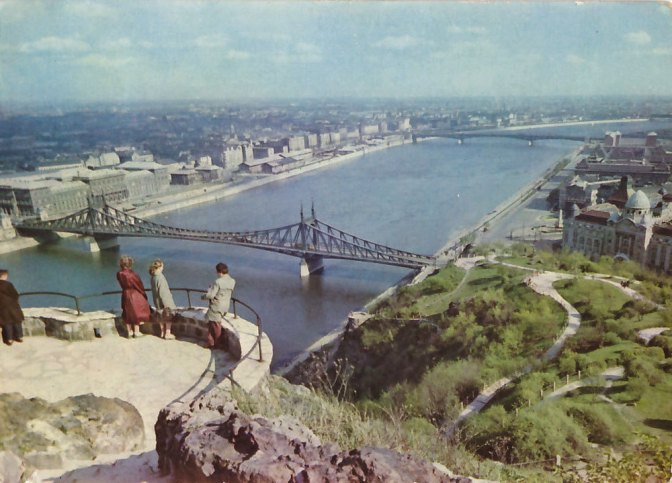 Amazing color pictures from 1960s Budapest