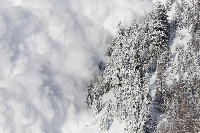 Almost 2,000 avalanche deaths in Switzerland since 1936