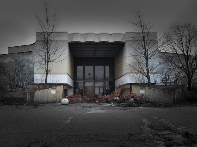 These haunting photos of the retail apocalypse reveal a new normal in America