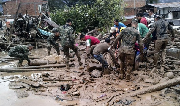 Colombia: more than 250 dead after rivers overflow, toppling homes