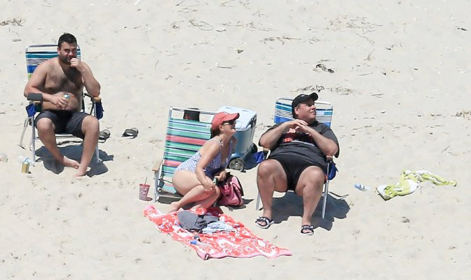 New Jersey governor Chris Christie shuts down state's beaches – then sunbathes on deserted Jersey Shore