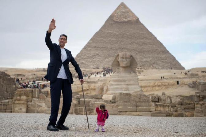 World's smallest woman who stands at 2ft meets 8.2ft world's tallest man for incredible photoshoot in Egypt